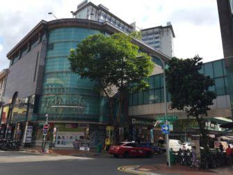 シンガポールで24時間営業のムスタファセンターでお土産探し