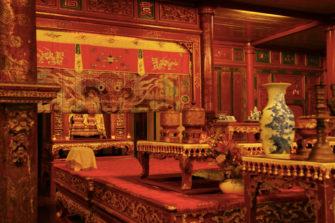 世界遺産フエで「建築上のポエム」と言われる王宮や帝陵を観光!