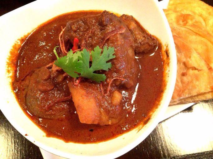 バンコクでマッサマンカレーを食べるならココ!老舗レストラン「タリンプリン」