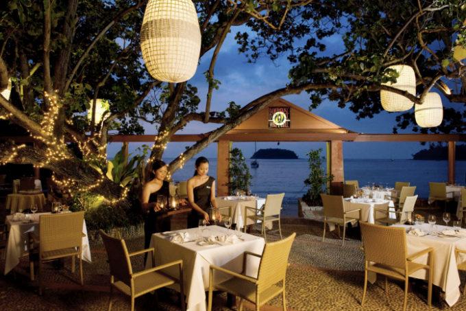 プーケットのビーチフロントで熟成肉を楽しめる「ボートハウス ワイン&グリル」
