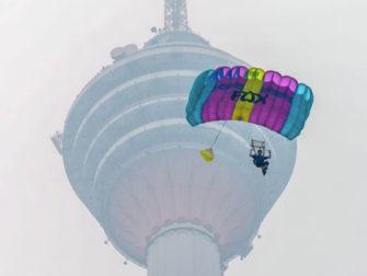 クアラルンプール「KLタワー」からジャンプ!?スカイダイビングイベント開催