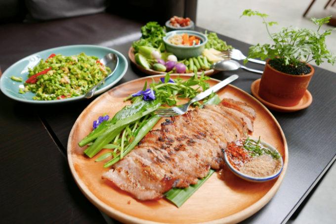 倉庫をリノベーションしたバンコクで話題のタイ料理レストラン