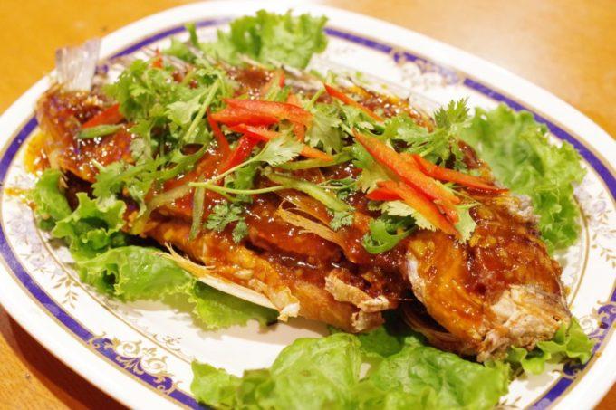 (東京・新宿三丁目)本場の味を求めて在日タイ人が集まる店「ヌアサヤム」