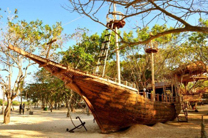 童心に返って楽しめる!バリ島個性派レストラン「パイレーツ・ベイ・バリ」