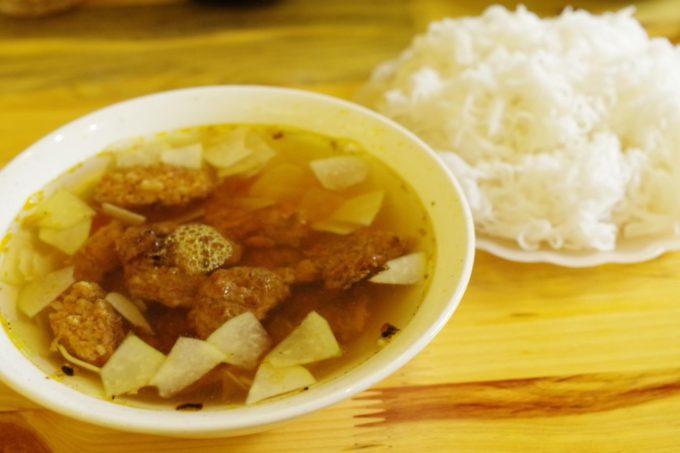 肉たっぷりで満足度高め!ハノイで人気のブンチャー専門店「Bun Cha Ta」