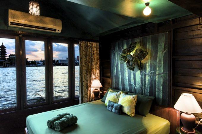 古い建物を改築したチャオプラヤー川沿いの個性派ホテル