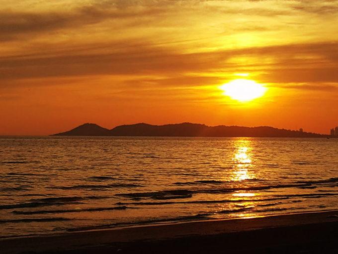 バンコクからぶらり旅 ~ 超ローカルなラヨーンのビーチ ~