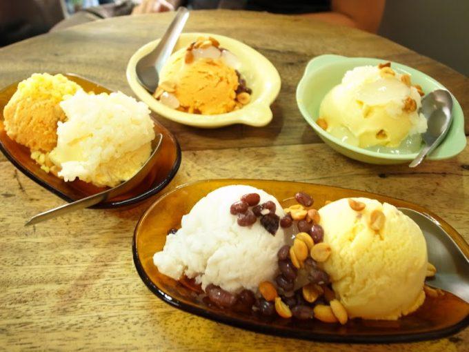 ココナッツ味もマンゴー味も両方食べたい!バンコクの老舗アイスクリーム屋