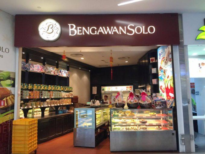 地元で人気の「ブンガワンソロ」のクッキーをシンガポール土産に!