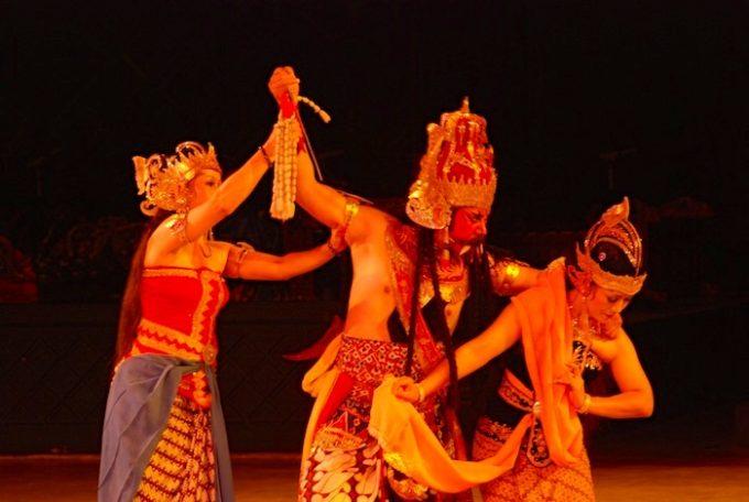 舞台は世界遺産!ジョグジャカルタで上演「ラーマヤナ舞踊劇」