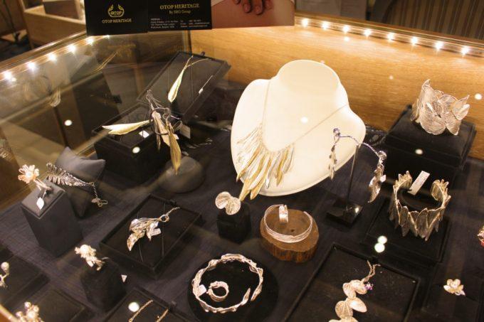 タイ伝統工芸品の最高級アイテムが並ぶ「OTOPヘリテージ」