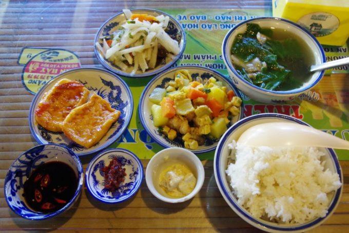フエのお寺で味わうベトナム式精進料理