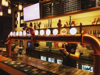 各国のビールが飲める、バンコクのルーフトップバー「BREWSKI」