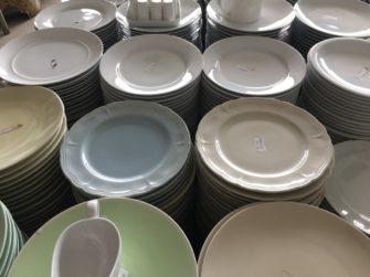 食器の宝庫ジャカルタで、掘り出し物を見つけよう!
