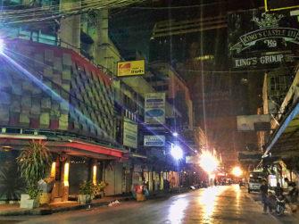 夜の街、バンコクパッポン通りが眠るとき