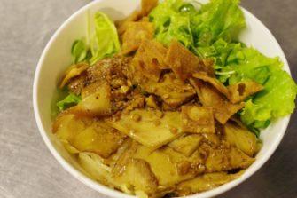 日本のうどんが起源!ホイアンの名物料理「カオラウ」