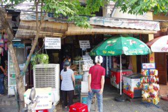ホイアンで行列を作るバインミー屋「Banh Mi Phuong」