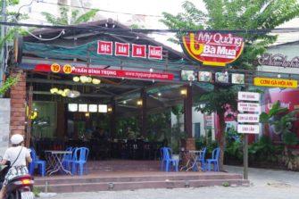 ベトナム中部の名物麺料理「ミークワン」の人気店