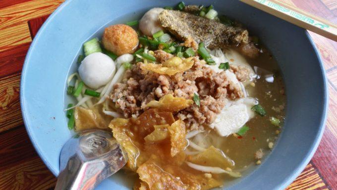 トムヤム麺が絶品!バンコク・エカマイの老舗麺食堂「ウィチャイ・ボリガーン」