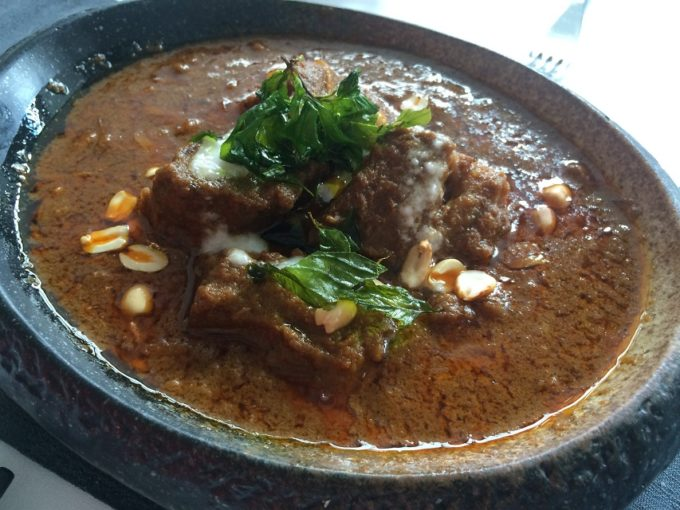 濃厚なスープとボリュームがたまらない!カンボジア風ビーフシチュー