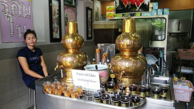 バンコク中華街の隠れ人気スポット!1杯10Bの漢方茶スタンド
