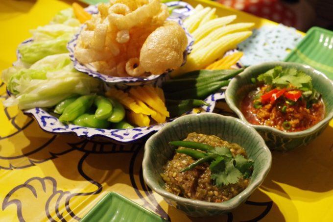 (東京・九段下)「東京カオソーイ」で北部タイ料理のコースを食す