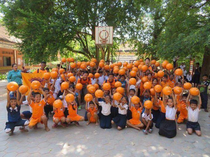 カンボジアの子供にサッカーボールを!日系クラブが取り組む活動