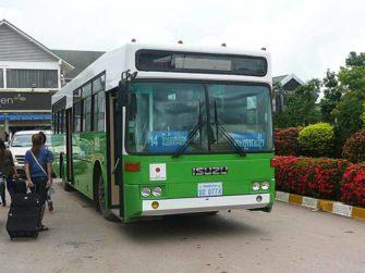 ラオスを走る日の丸付きバス!タイ国境とヴィエンチャン中心部を繋ぐ