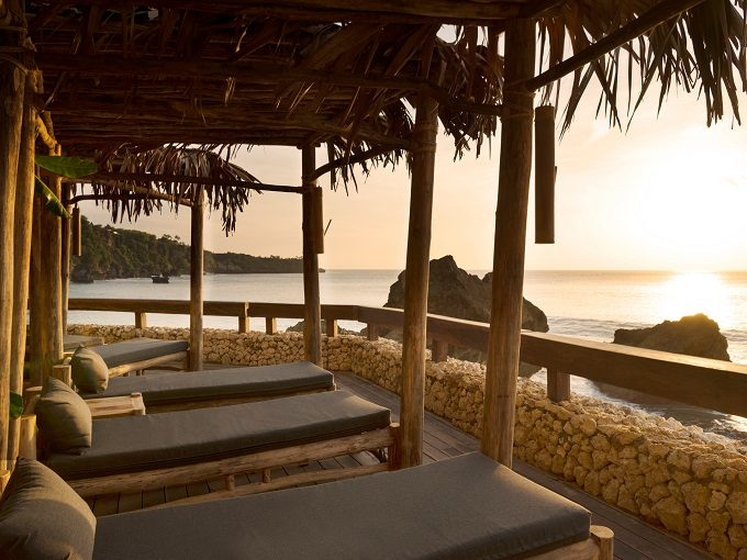 バリ島「アヤナ リゾート」に宿泊者専用ビーチクラブがオープン