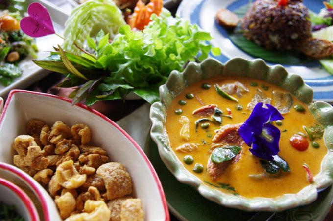 芸術的な仏教寺院とフュージョン料理を楽しむ!バンコクからタイ北部へ