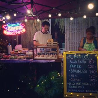ソーセージやパンが選べるバンコクの人気ホットドック屋台