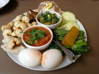 チェンマイで行列のできる北タイ料理店「トーン」
