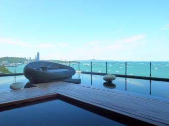 海を一望! ヒルトンパタヤ16階の絶景カフェ「Drift」