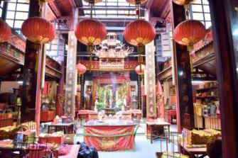 """クアラルンプールの隠れた名所!""""美""""にご利益ありの中国寺院"""