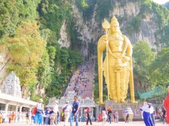 マレーシアを代表するヒンドゥー教の聖地「バツー洞窟」