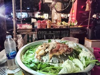 屋台でのんびりタイ料理 タイ風焼き肉を食らう