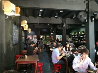 サイアムの老舗食堂「Jeib Rod Dee Det」で絶品クイッティアオを楽しもう!
